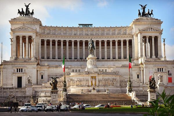 Tribunale di Roma: aperta procedura di liquidazione del patrimonio a carico di imprenditore di noleggio con conducente.